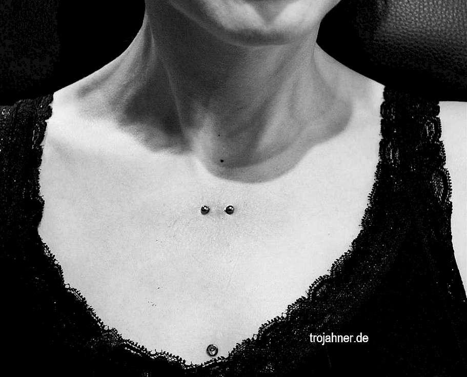 unter schlüsselbein piercing « Trojahner Körperkunst Dresden